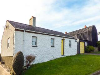 PORTH AWYR, ground floor, open fire, WiFi, pet-friendly, garden with country - Aberdaron vacation rentals