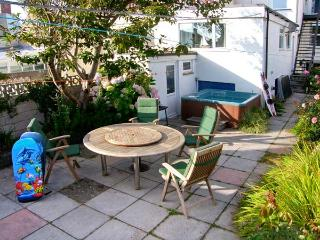 BEACHGETAWAY, pet-friendly, luxury holiday cottage, with a hot tub in - Rhosneigr vacation rentals