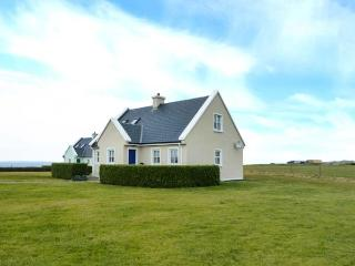 8 LIOS NA SIOGA, en-suites, woodburning stove, balcony, parking, garden, near Belmullet, Ref. 922156 - Belmullet vacation rentals