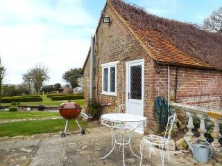STANDARD HILL COTTAGE, romantic retreat, country and coast, use of pool and tennis court, Ninfield, Ref. 922692 - Boreham Street vacation rentals