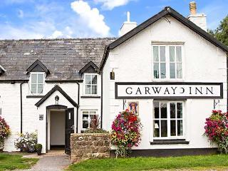 THE GLOBE, first floor apartment, king-size sleigh bed, dog-friendly, walks from the door, in Garway, Ref 922751 - Garway vacation rentals