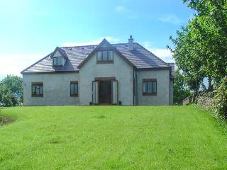 FFERRAM Y LLYN, detached cottage, woodburning stove, en-suite, enclosed garden - Cemaes Bay vacation rentals