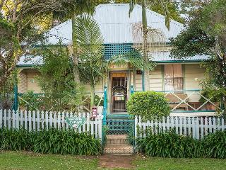Gorgeous Cottage with Deck and A/C - Toowoomba vacation rentals