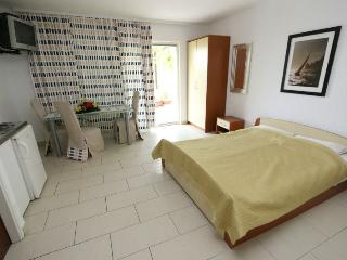 Lovely studio apartment for 2 people - Novalja vacation rentals