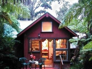 Ferny Hollow- Romantic Rainforest Cottage - Volcano vacation rentals