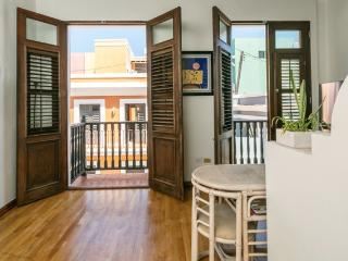 Los Balcones : a cozy one bedroom on Sol Street - San Juan vacation rentals