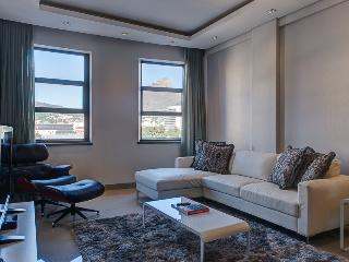 City Classic - vibrant city living - Sea Point vacation rentals