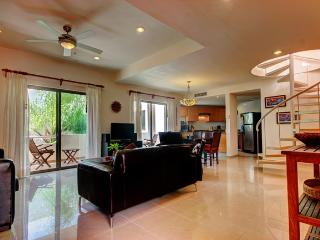 Palmar del Sol 306. Penthouse condo. Private solarium. Ocean view. - Playa del Carmen vacation rentals