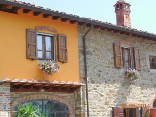 2 bedroom Finca with Internet Access in San Giustino Valdarno - San Giustino Valdarno vacation rentals