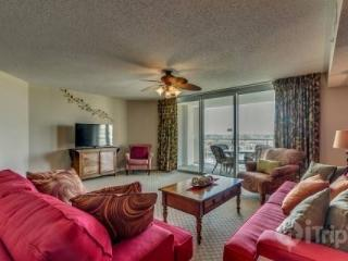 NEW LISTING! SUMMER DATES AVAILABLE! Luxury,Yacht Club 2BR 2BA,pool/hot tub/great golf! Sleeps 7 - North Myrtle Beach vacation rentals