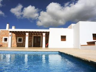Gorgeous 4 bedroom Villa in Sant Carles de Peralta - Sant Carles de Peralta vacation rentals