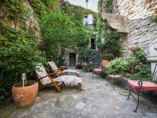Charming Provence Rental with a Grill, Garden, and Balcony - Forcalquier vacation rentals