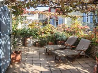 Charming Provence Rental with a Grill, Garden, and Balcony - Alpes de Haute-Provence vacation rentals