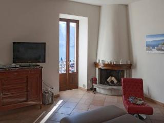 Charming 2 bedroom Menaggio Condo with Internet Access - Menaggio vacation rentals