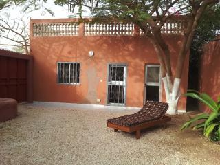 MBOUR location chambre meublée à 500 de la plage - Sali Niakhniakhal vacation rentals