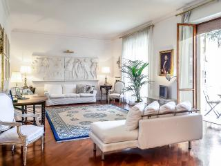 Luxurious 3 bedroom appartment Il Magnifico - Florence vacation rentals