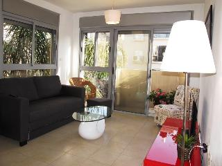 Bugrashov young & modern 2R Apt. - Tel Aviv vacation rentals