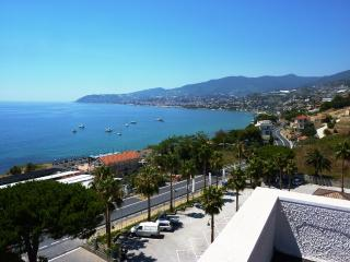 Appartamento Ciclamino - San Remo vacation rentals
