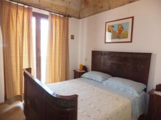 Bright 2 bedroom Terrasini Condo with Towels Provided - Terrasini vacation rentals