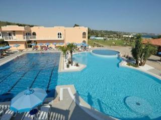 Villaggio Santa Monica - Accesso diretto al mare - Le Castella vacation rentals