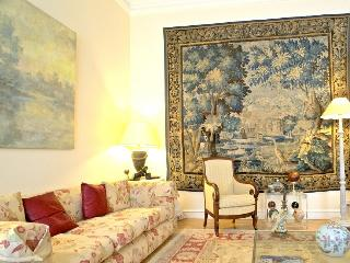 Attractive Parc Monceau 2 bedroom apart., 4 sleeps - Paris vacation rentals