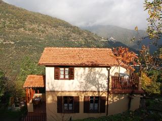 Tipica casetta ligure. Adatta per famiglie 5/6 p - Dolcedo vacation rentals
