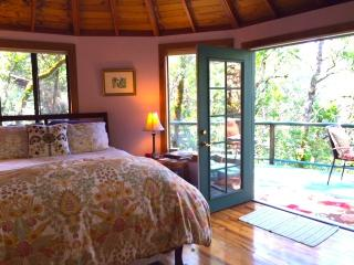 Romantic Cottage with Internet Access and Linens Provided - Kenwood vacation rentals