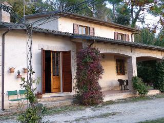 B&B Belvedere CAMPELLO nella verde Umbria - Campello sul Clitunno vacation rentals