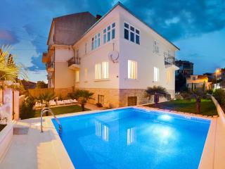 3 bedroom B&B with Internet Access in Split - Split vacation rentals
