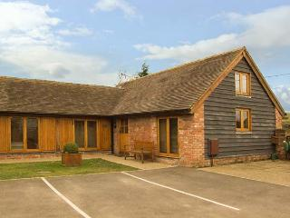 THE HAY LOFT, pet friendly, character holiday cottage, with a garden in Bridgnorth, Ref 2849 - Bridgnorth vacation rentals