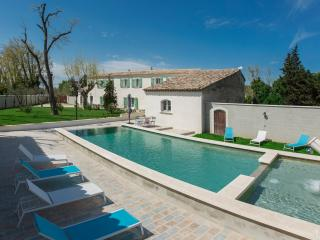 Farm house Provence Avignon heated pool - Avignon vacation rentals