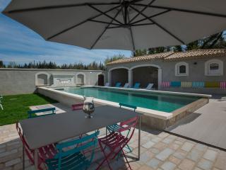 Farm house Provence Avignon heated pool - Avignon vacation rentals