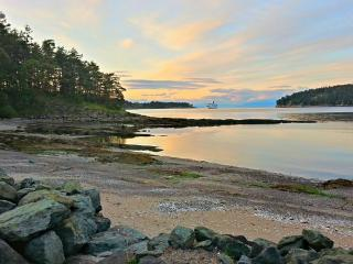 2 bedroom Cottage with Internet Access in Mayne Island - Mayne Island vacation rentals