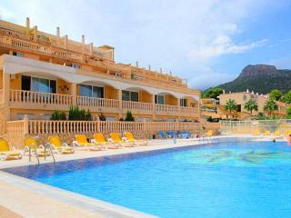 Cozy Apartment with Washing Machine and Shared Outdoor Pool - Calpe vacation rentals