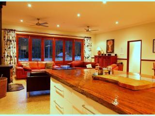 Perfect 5 bedroom House in Quorrobolong with Internet Access - Quorrobolong vacation rentals