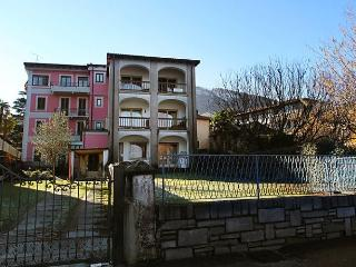 2 bedroom Apartment with Dishwasher in Lavena Ponte Tresa - Lavena Ponte Tresa vacation rentals