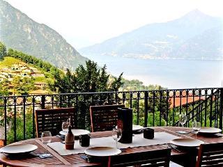 Charming 4 bedroom Condo in Menaggio with Internet Access - Menaggio vacation rentals