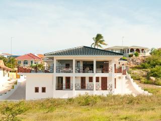 Luxurious tropical vacation villa in Jan Thiel - Curacao vacation rentals