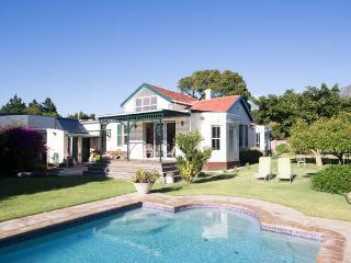 Experience local SA hospitality - Rondebosch vacation rentals