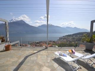 Lovely 1 bedroom Pianello del Lario Apartment with Shared Outdoor Pool - Pianello del Lario vacation rentals