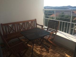 2 bedroom Apartment with Internet Access in Sibenik - Sibenik vacation rentals