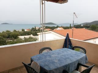 Beautiful 4 bedroom Apartment in Poluotok Peljesac with Internet Access - Poluotok Peljesac vacation rentals