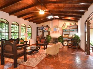 Flor de Mayo Guesthouse - Alajuela vacation rentals