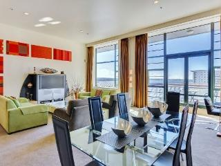 Large 2 Bedroom Heritage Hotel Serviced Apartment Acommodation - Central Auckland - World vacation rentals