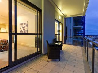 Heritage Towers Airconditioned Harbour View Serviced Apartment, Auckland with Parking. - World vacation rentals