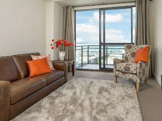 Heritage Towers 12th Floor Apartment with Views over Auckland Harbour. - World vacation rentals