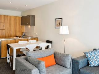 3 Bedroom, 2 Bathroom Townhouse in Hopetoun Delta, Central City Auckland, Tandem Carpark - World vacation rentals