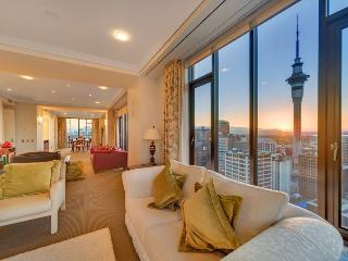 3 Bedroom Penthouse Apartment in the Metropolis, Auckland with Stunning Views. - World vacation rentals
