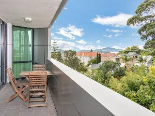 Sunny Private Serviced Apartment Parnell Village, Auckland with Parking - Auckland vacation rentals