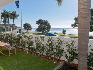 Modern Waterfront 2 Bedroom Apartment in St Heliers Opposite the Beach - St Heliers vacation rentals